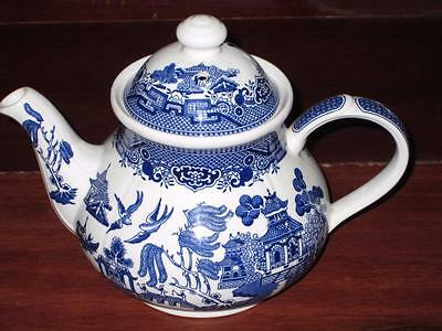 BEAUTIFUL BLUE WILLOW CHINA  CHURCHILL made in ENGLAND LARGE TEA POT