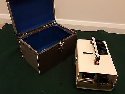 Vintage Cabin Automat 35Mm Slide Projector + Hard Carry Case With Key