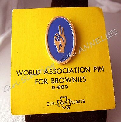 1950s Girl Scout BROWNIE WAGGGS Pin RARE Salute NEW on Card Leader's GIFT