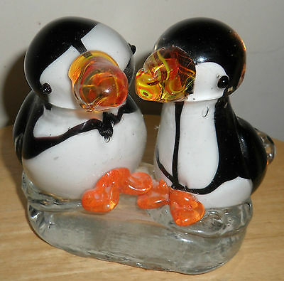 Vintage Adorable Joined SOLID Glass PENGUINS Sculpture Figurines ~One Piece