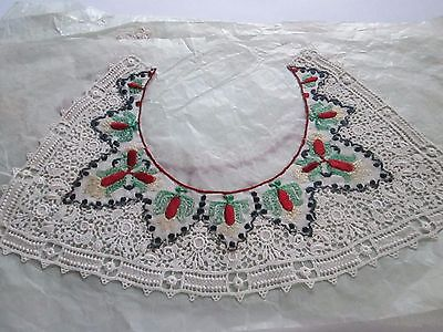 Antique collar  from white cotton Guipure with flowers/France