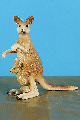 Schleich Retired 2009 Kangaroo with Joey 14174 circa 2006 made in Germany  VGC