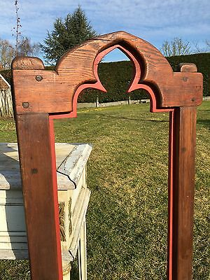 Top Antique Neo Gothic Church Frame in wood