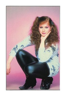 KIRSTY MacCOLL SINGER-SONGWRITER RARE WEETABIX TOP TRAX COLLECTER POSTCARD 1985