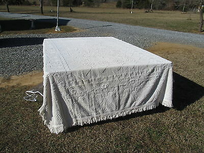 White Bedspread Colonial Type Pattern Chenille