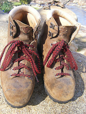 Vintage VASQUE Leather Mountaineering Hiking Boots Vibram 9 M Made in ITALY 7506