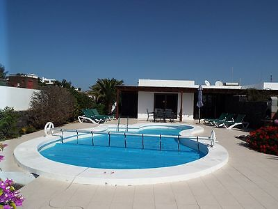 3 bed villa Lanzarote private heated pool sea & mountain views,English tv & WIFI