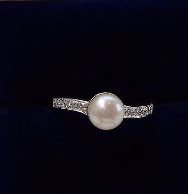 9ct Cultured Pearl Ring with Diamond Shoulders in Yellow Gold - Size P