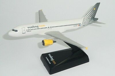 Vueling Airbus A320 1:200 plastic snap fit model PPC