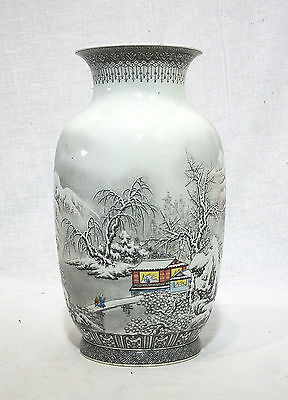 Chinese  Famille  Rose  Porcelain  Vase  With  Mark   15