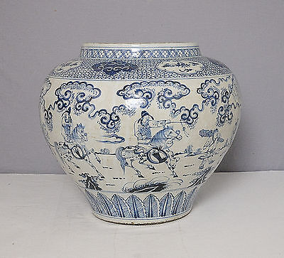 Large  Chinese  Blue and White  Porcelain  Jar    M1665