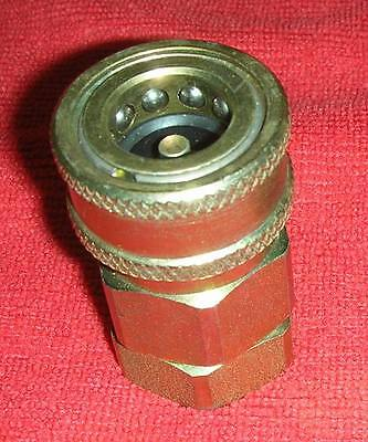 """One ½"""" Snap-Tite VHC8-8F Hydraulic Self Closing Coupler ½"""" FNPT NEW"""