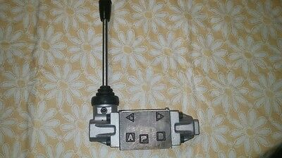 Hydraulic Valve   Lever Operated 2 Position Directional Control
