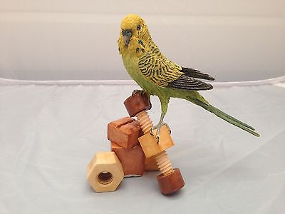 BNIB New Boxed BUDGIE WITH WOODEN TOY #05233 Country Artists