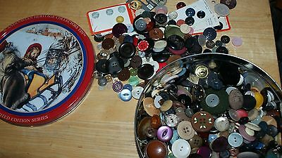 large sewing tin of vintage buttons, 1100g
