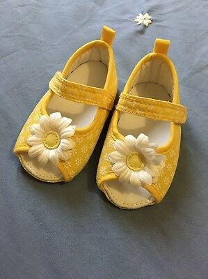 Mothercare Yellow Daisy Sandals Baby Girl Size 0-6 Months