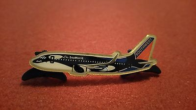SOUTHWEST AIRLINES/SEA WORLD SHAMU 737 PIN With Whale tail pin backs 2 In long