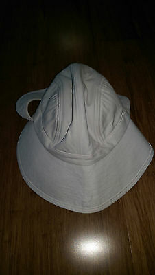Avenel lawn bowls hat with green under white, size L