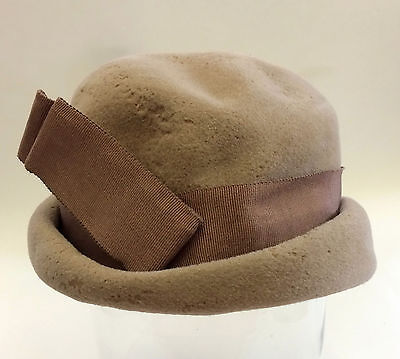 Vintage 1940s or 1950s women's velour hat