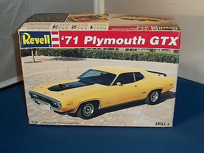 1995 Revell 71 Plymouth GTX Car Model Kit 1/24 Scale Parts Sealed!