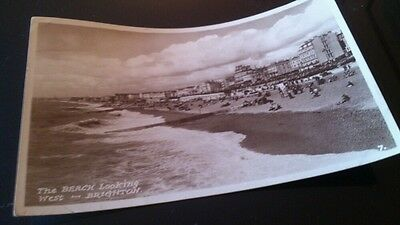 Old RP POSTCARD the beach looking west brighton posted 1947