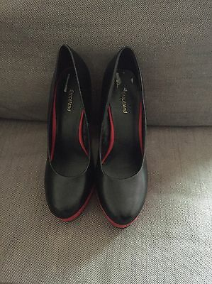 womens shoes Size 5. Black And Red