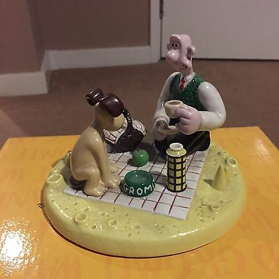 Coalport Wallace and Gromit- Picnic on the Moon -LIMITED EDITION - 0793/2000