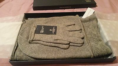 Johnstons Cashmere boxed gift set. Women's hat, scarf & gloves, light grey. NEW