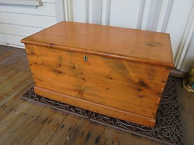 ANTIQUE COLONIAL AUSTRALIAN LARGE BALTIC PINE WOOD CHEST BLANKET BOX c1890