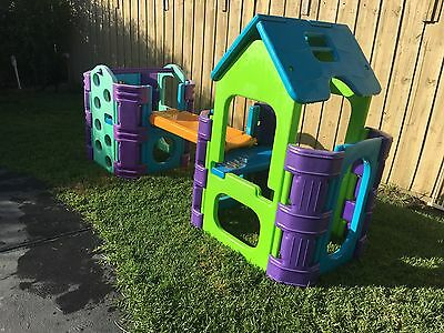 Kids Outdoor Play Gym Cubby, Slide and Water Fountain - Backyard FUN LQQK