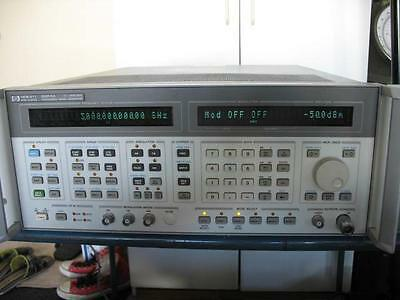 HP 8664A Synthesized Signal Frequency Generator 10kHz-3GHz w/options 004