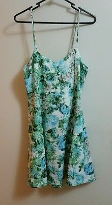 Temt dress size L white & green floral