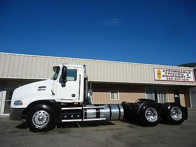 2010 Mack Pinnacle Cxu613 Daycab Day Cab