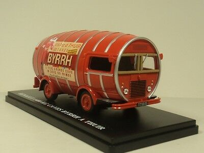 ixo 1:43 RENAULT 1400 KG CAVES BYRRH A THUIR - Hachette Collections