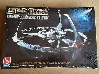 Star Trek Deep Space Nine space station model kit AMT ERTL 8778 1/2500 scale