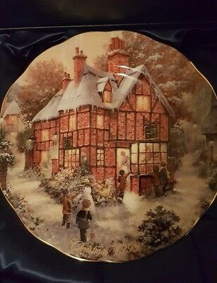Royal Doulton Bradford Exchange PLATE Christmas 1999 ' The Magical Window'