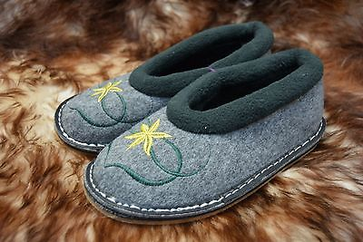 HAND-MADE Womens/Ladies Felt Slippers Moccasins Size 3