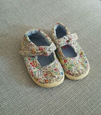 next baby girs floral shoes size 3