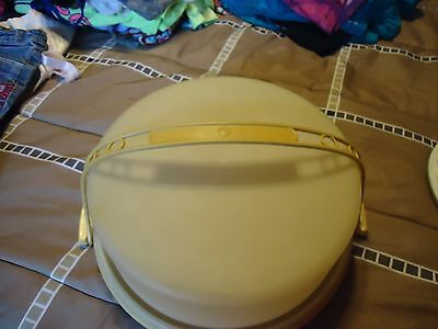 Vintage Tupperware Pie Carrier With Handle