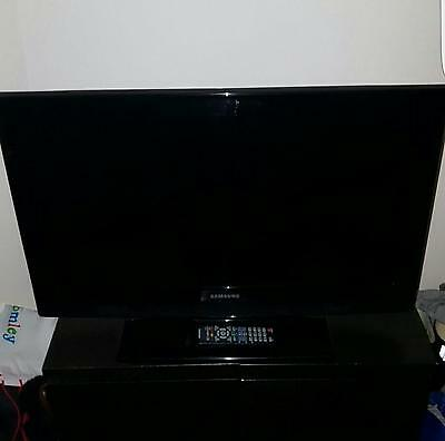"32"" LCD HD TV Samsung LE32B350F1W"