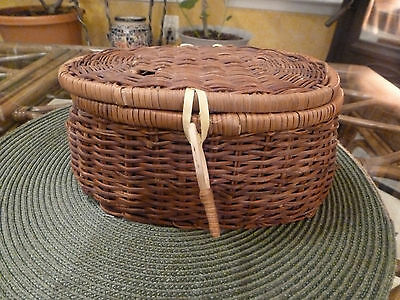 VINTAGE Adirondack Fishing Creel Woven Willow Wicker Basket Belt Loops Fish