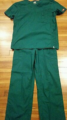 Mens Dickie scrubs. Top and bottom.