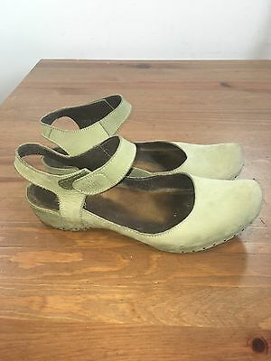 Vialis Mary Jane T Strap Green Clog Leather Suede  Low Heel Sz 41 / 11 US *0250*