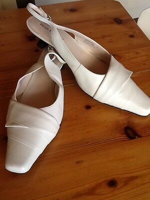 Women's Shoe size 11 By hush puppies Off White  Leather