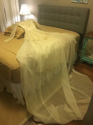 Vintage 1950's Ivory Silky Satin & Lace Long Sleeve Wedding Gown Dress Train XS
