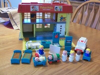 Fisher Price little people vintage hospital COMPLETE 1976, Screen(rare)