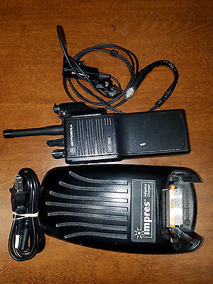 Used Motorola HT1000 UHF 450-512Mhz 16Ch 4W H01SDC9AA3DN W/ Charger and Earpiece