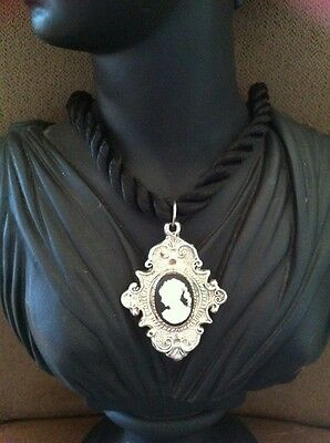 Beautiful Vintage Silver Plated Polyresin Cameo Pendant Nylon Necklace