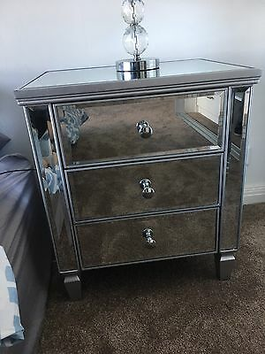 2 mirrored bedside tables