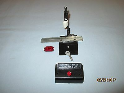 American Flyer #713 Mail Pick up Arm w/Control Button & 2 Mail Bags for #718/918